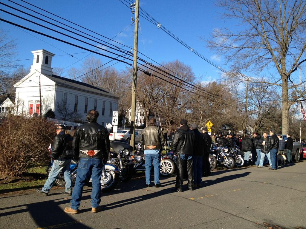 @NewtownPatch View of the Green near United Methodist Church #NewtownProtest pic.twitter.com/OT7RigyB