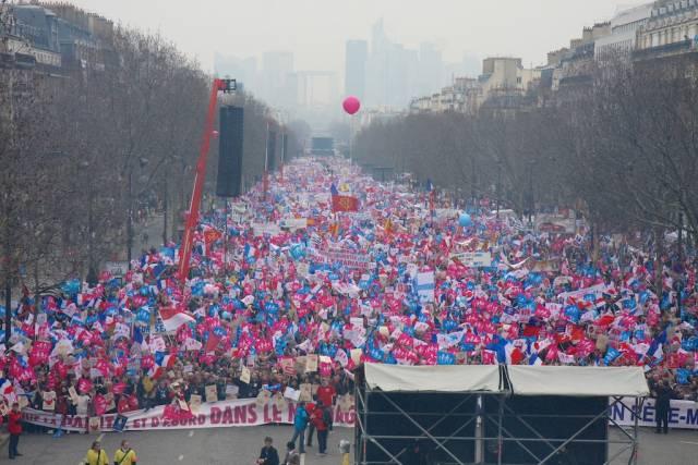 Demonstrators pack Champs-Elysées. Photo credit LifeSiteNews.com