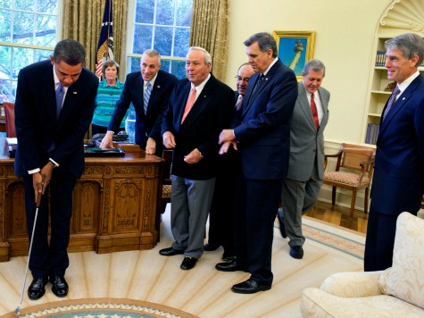 obama_golfing_oval_office_WH_photo