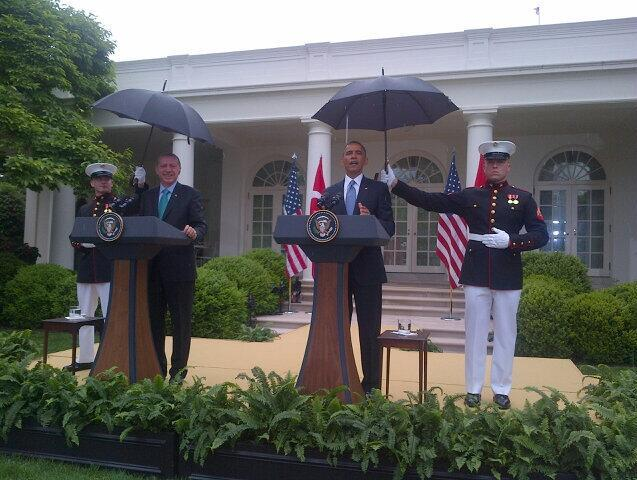barack-umbrella