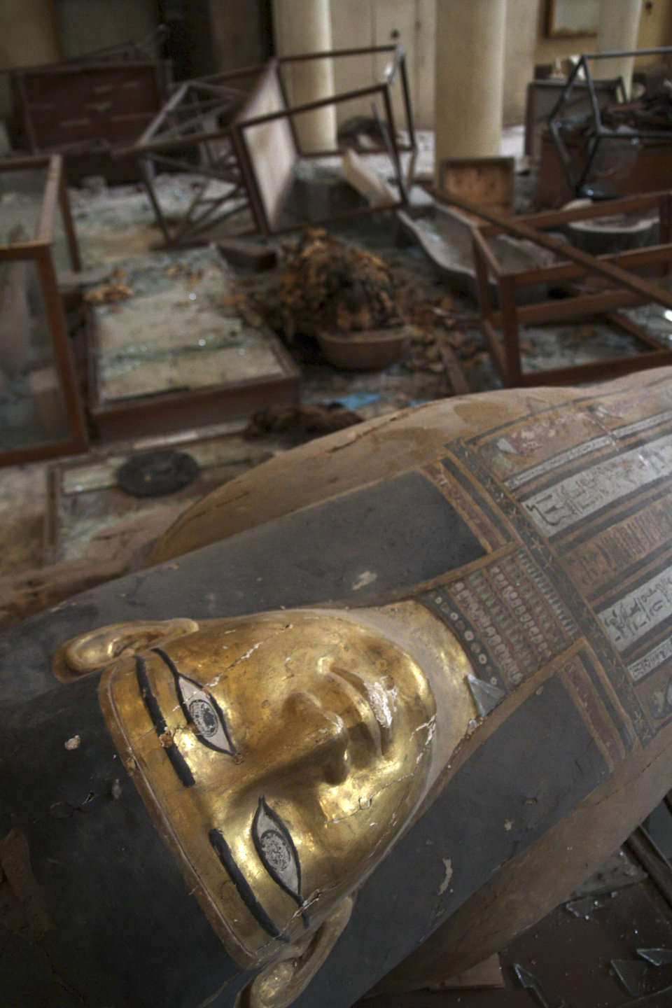 Damaged pharaonic objects lie on the floor of the Malawi Antiquities Museum after it was ransacked between the evening of 8/15 and the morning of 8/16 (Photo/Roger Anis, El Shorouk Newpaper)