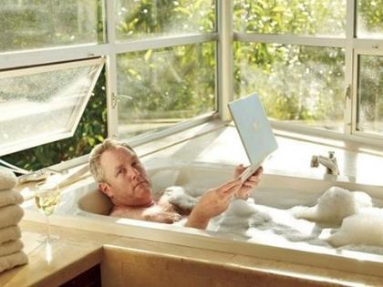 andrew-breitbart-bathtub
